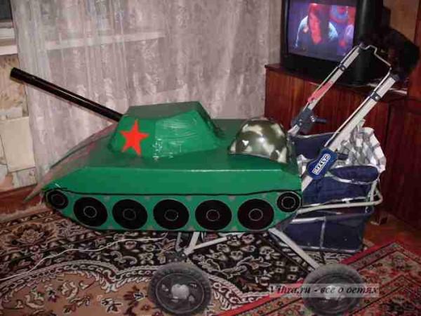 коляска танк